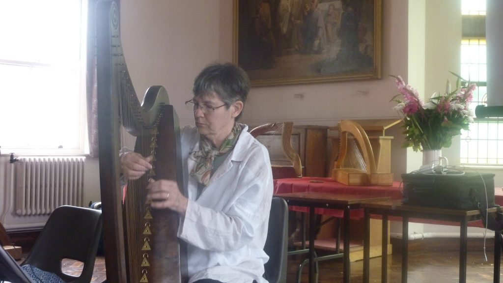 Maura Uí Chróinín playing the new Rose Mooney harp copy